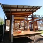 แบบบ้านยุคโมเดิร์น ในสไตล์ญี่ปุ่นที่โปร่งโล่ง พร้อมด้วยสวนหย่อมกลางบ้าน