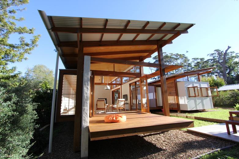 Modern Caste House with garden in centerpart (10)