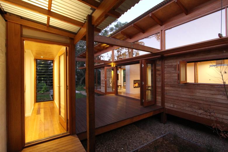 Modern Caste House with garden in centerpart (8)