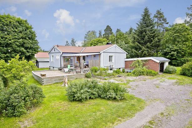 blue-villa-house-with-basement (29)