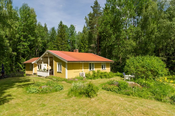 cute-yellow-cottage-houses-in-forest (18)