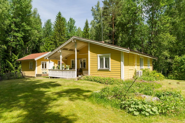 cute-yellow-cottage-houses-in-forest (20)