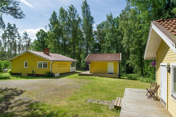 cute-yellow-cottage-houses-in-forest (23)