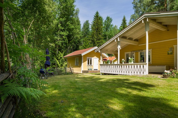 cute-yellow-cottage-houses-in-forest (32)