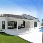 บ้านพักอากาศหรูริมชายฝั่ง พร้อมสวนสวยและสระว่ายน้ำส่วนตัว