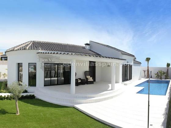 elegant coastal house with garden and swimpool (1)_resize