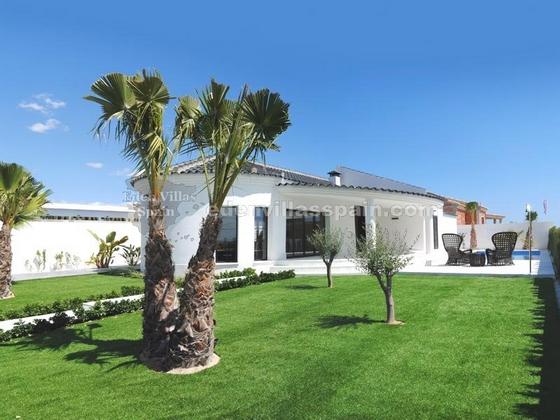 elegant coastal house with garden and swimpool (2)_resize