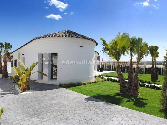 elegant coastal house with garden and swimpool (4)_resize