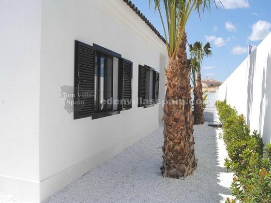 elegant coastal house with garden and swimpool (5)_resize