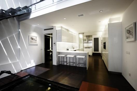 elegant contemporary house with koi pond (6)