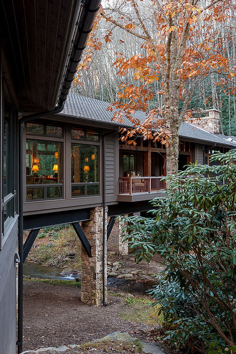 humble-tone-bridge-house-in-forest (11)