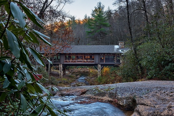 humble-tone-bridge-house-in-forest (14)