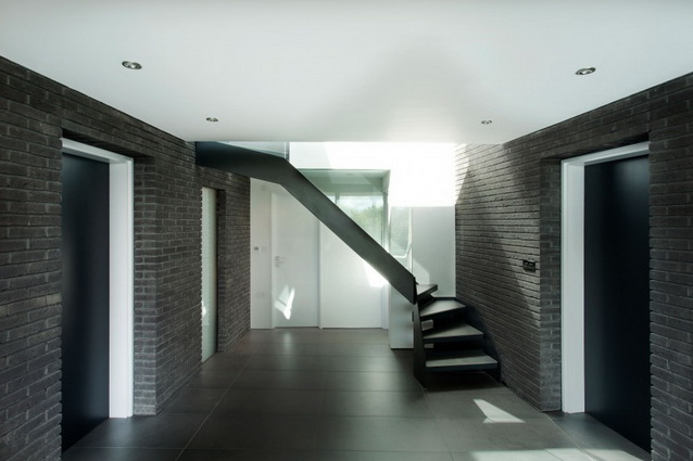 modern house under nature circumstance with zen garden (12)