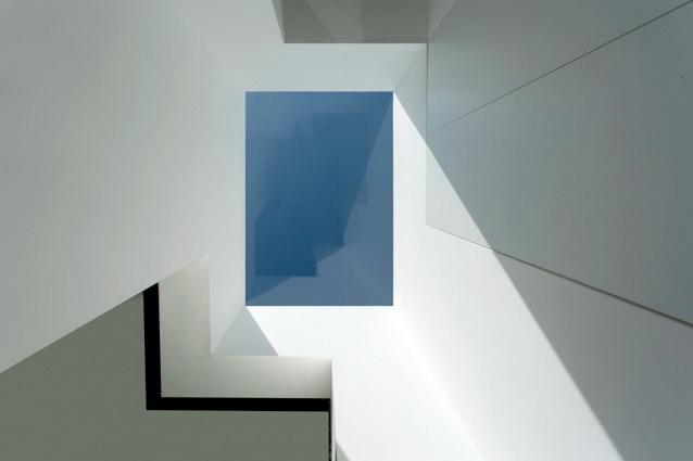 modern house under nature circumstance with zen garden (14)