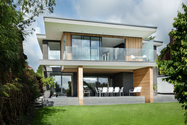 modern house under nature circumstance with zen garden (2)