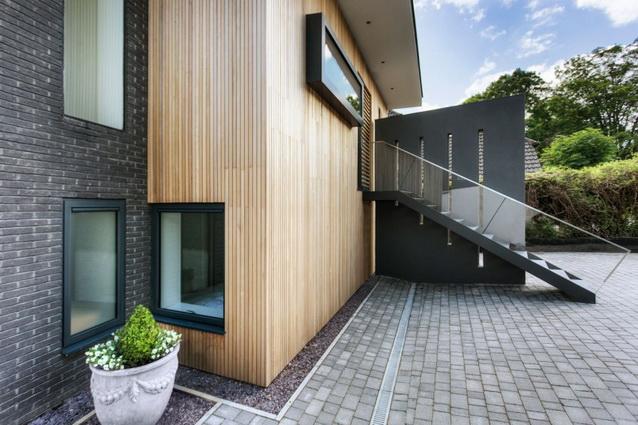 modern house under nature circumstance with zen garden (5)