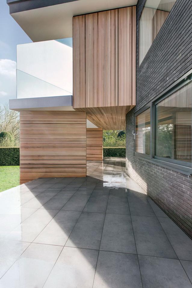 modern house under nature circumstance with zen garden (6)