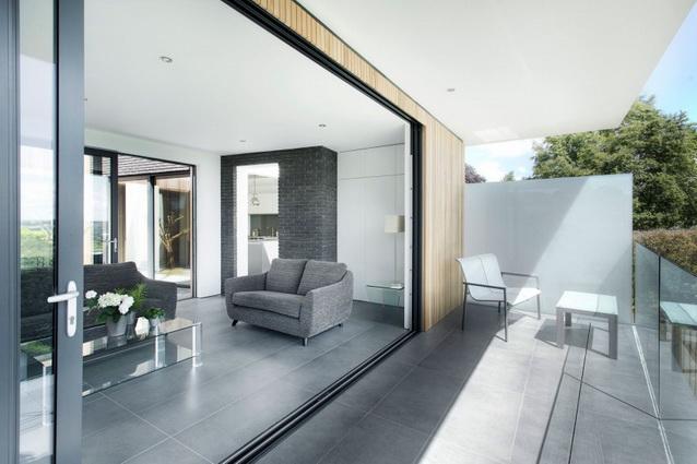 modern house under nature circumstance with zen garden (7)