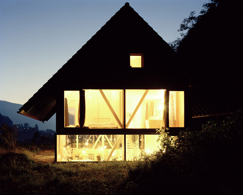 modern house with entire glassed wall in the forest (9)