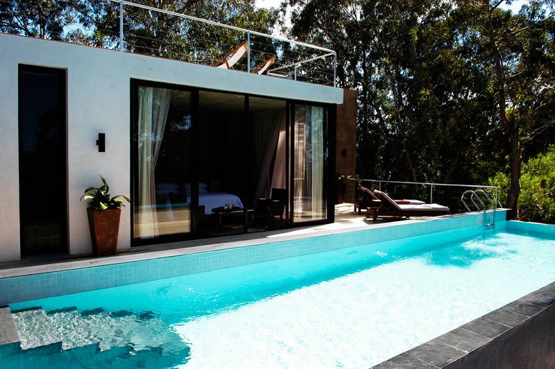 modern island  house with swimming pool and wooden interior (15)