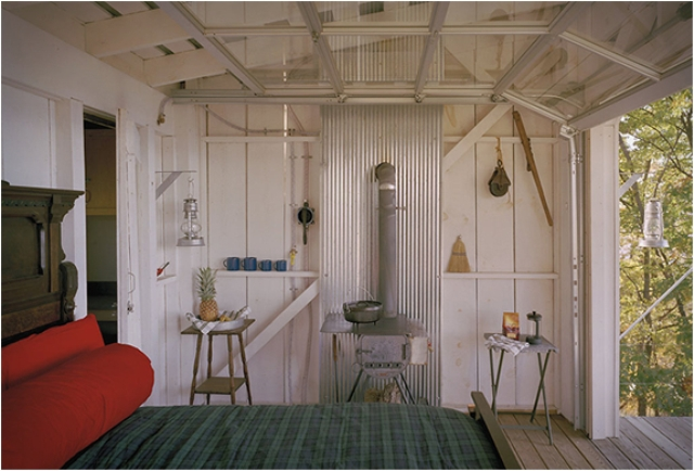 off-the-grid-cabin-with-a-traditional-interior-3