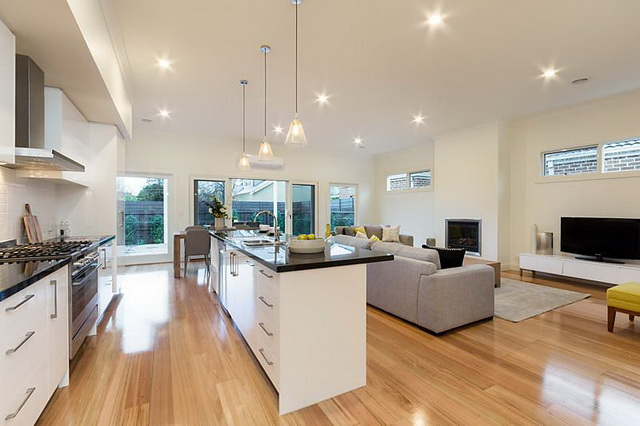 plain-cottage-white-house (12)