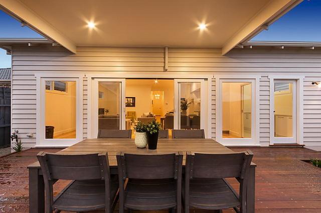 plain-cottage-white-house (15)