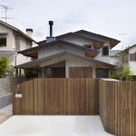 บ้านแนวประยุกต์หลังคาสี่ชั้น โทนสีเรียบๆ สะดวกสบายในการใช้งาน