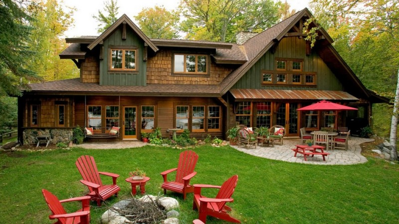 rustic house with gorgeous garden in wood (1)