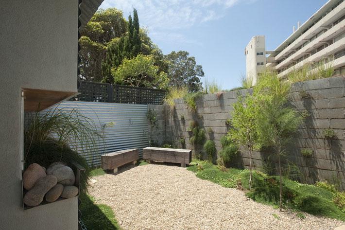 small modern loft house with zen garden (9)