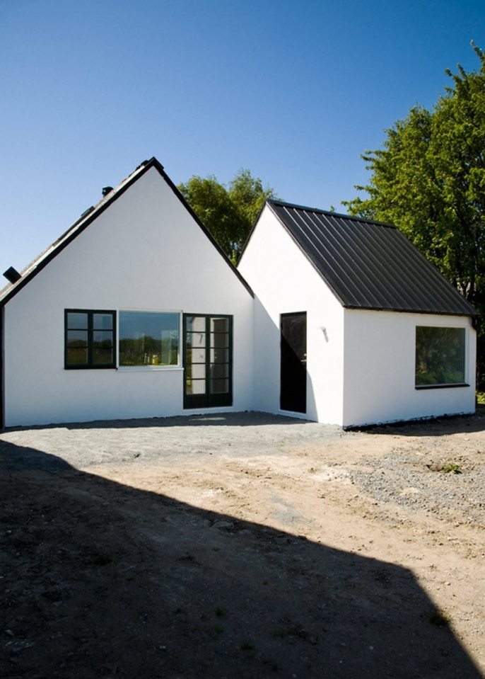 temporary-cottage-with-plain-exterior-among-nature (15)