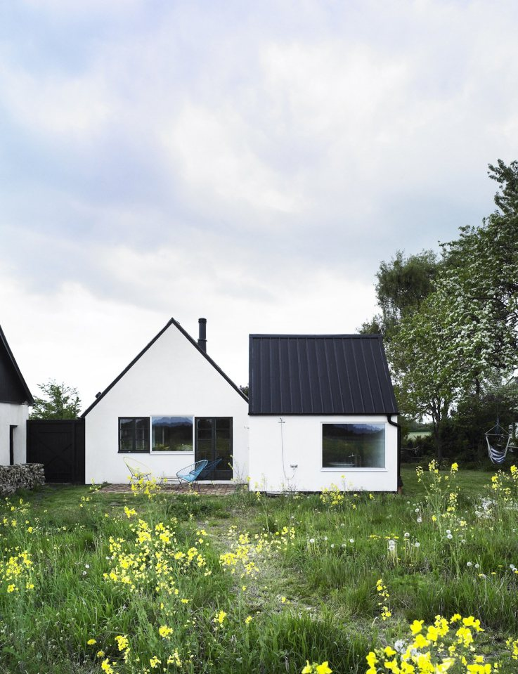 temporary-cottage-with-plain-exterior-among-nature (17)