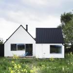 แบบบ้านกระท่อมแนวร่วมสมัย โทนสีเรียบง่าย ท่ามกลางบธรรมชาติอันสดใส