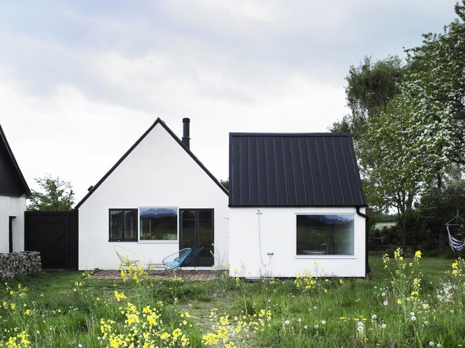 temporary-cottage-with-plain-exterior-among-nature (18)