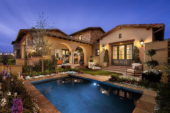 very-classic-and-elegant-house (1)