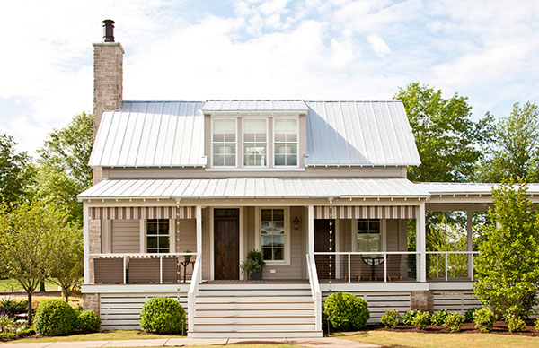 vintage big house with green space outdoor (1)
