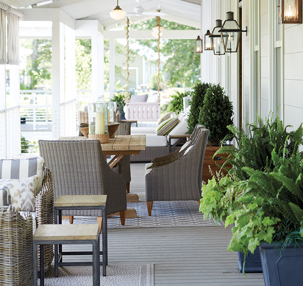 vintage big house with green space outdoor (5)
