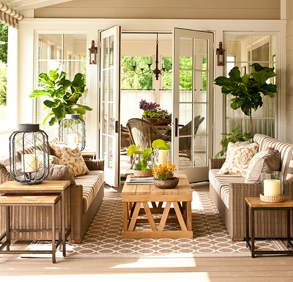 vintage big house with green space outdoor (6)