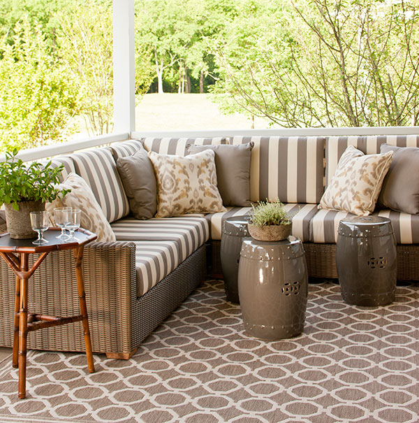vintage big house with green space outdoor (7)