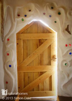 wooden-interior-earthen-house (3)