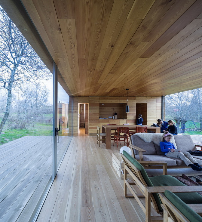 wooden-modern-country-house-in-wood  (1)