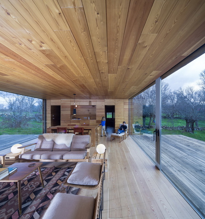 wooden-modern-country-house-in-wood  (8)