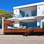 บ้านสองชั้นริมทะเล สไตล์ Minimalist เน้นสีขาวเรียบง่าย โล่งสบาย