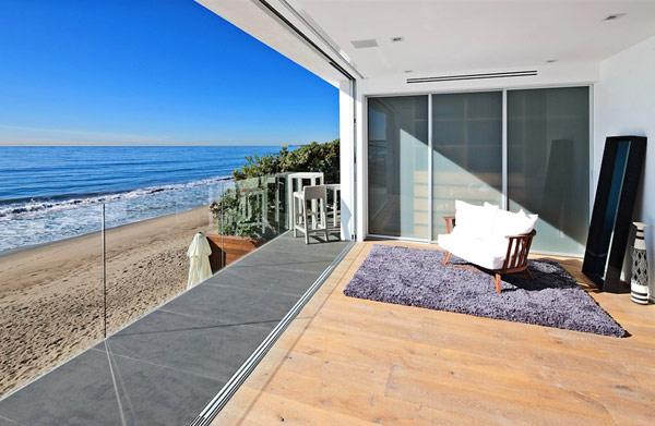 modern-house-in-Malibu-living-room