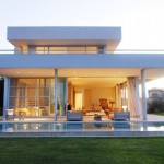 แบบบ้านสองชั้นสไตล์โมเดิร์น พร้อมสระน้ำรอบบ้าน บนที่ดิน 500 ตารางวา