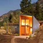 Miner's Refuge ดัดแปลงเอาตู้คอนเทนเนอร์เก่า สร้างเป็นบ้านไม้สุดเท่ห์