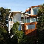 แบบบ้านสามชั้นสไตล์โมเดิร์น สำหรับครอบครัวใหญ่ พร้อมวิวริมทะเล