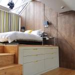 แปลงโฉมห้องใต้หลังคา เป็นห้องนอนสไตล์โมเดิร์น และห้องนั่งเล่นสุดแนว