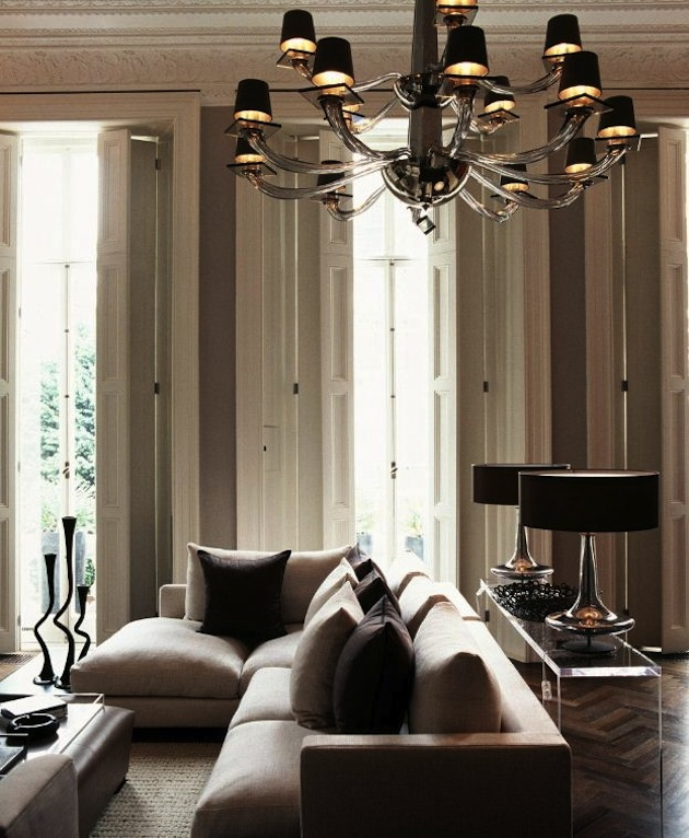 Design-Inspiration-15-Creative-Uses-of-Lucite-Furniture-11
