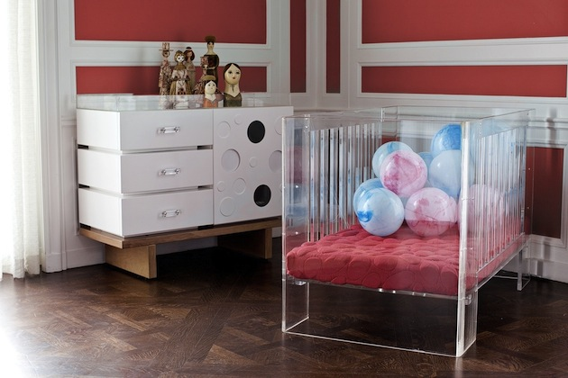 Design-Inspiration-15-Creative-Uses-of-Lucite-Furniture-14